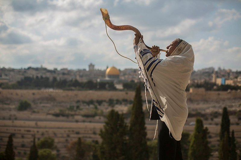 A man blows a shofar on the Mount of Olives. (Photo: Yonatan Sindel/Flash90