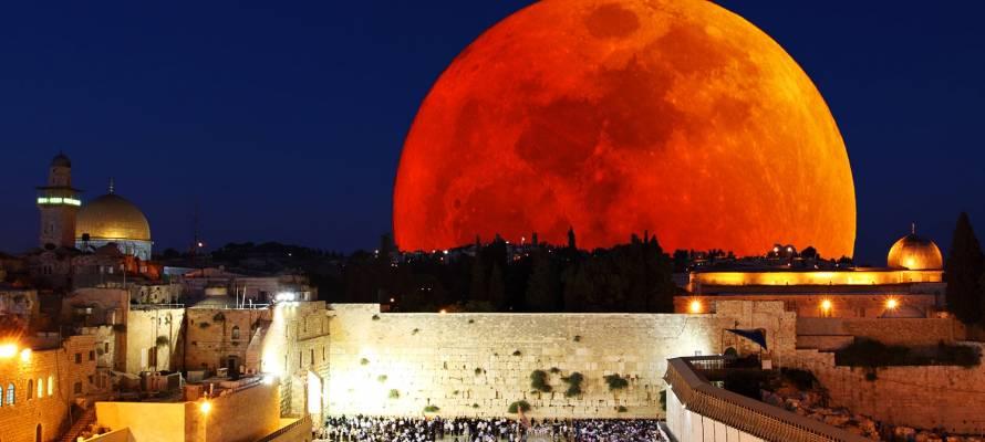 blood moon over jerusalem 2015