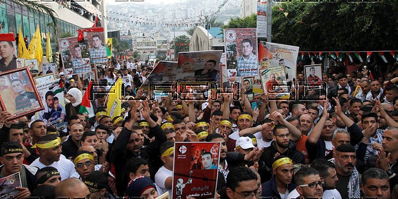 Palestinians demonstrate to release prisoners