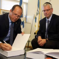 Mayor Barkat Signs UWI's Jerusalem Declaration