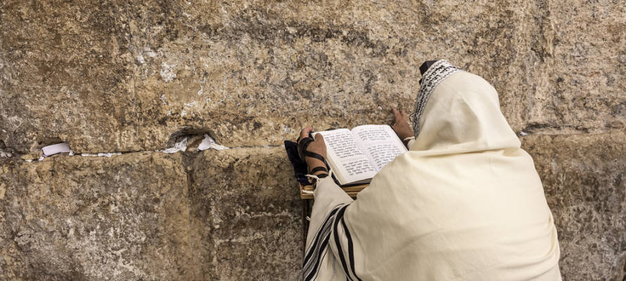 praying western wall